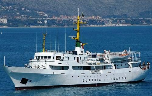"""La """"Giorgio Cini"""", nave scuola della Gdf"""