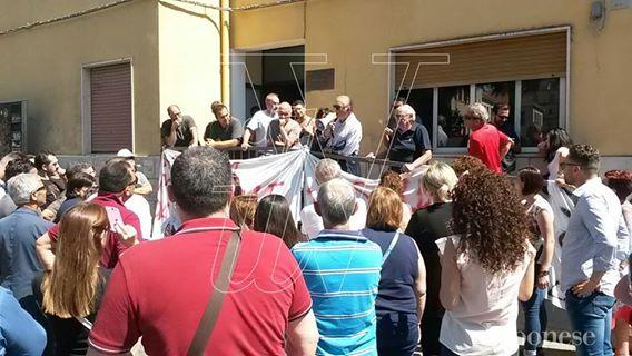 Protesta dei cittadini di Nicotera, dal vertice in Prefettura «risposte insufficienti»