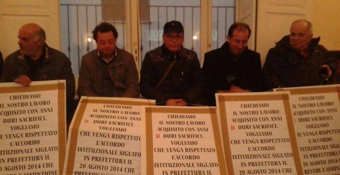 Rifiuti, nuova protesta in Comune dei lavoratori senza stipendio
