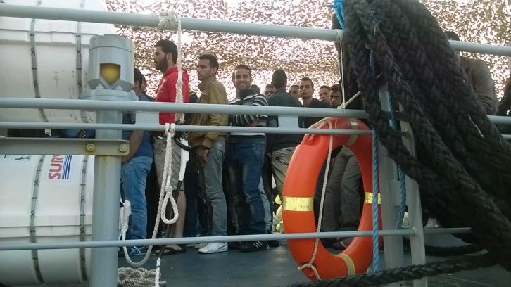 Migranti al Palasport di Vibo Marina, «Questa non è integrazione»