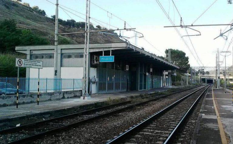 Guasto ai freni su un treno che trasporta acido cloridrico: traffico interrotto