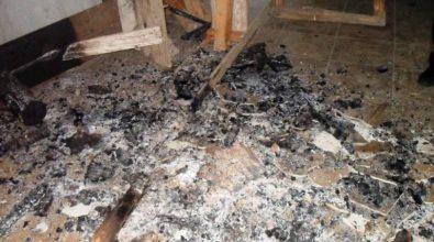 """Le fiamme distruggono la """"casermetta"""" di Ariola"""