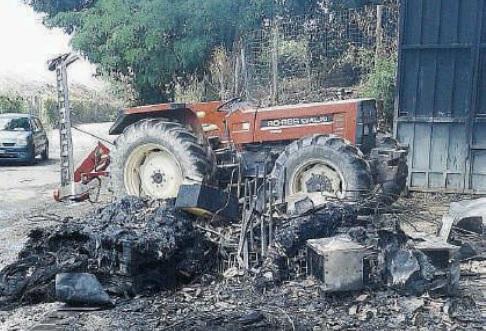 L'incendio di Mileto (foto Gazzetta del Sud/Il Vibonese)