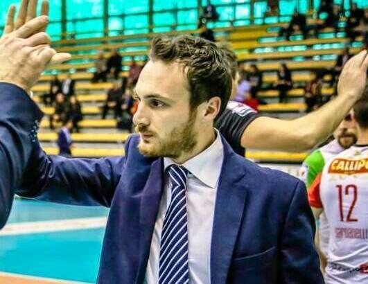 Antonio Valentini a bordo campo a Vibo