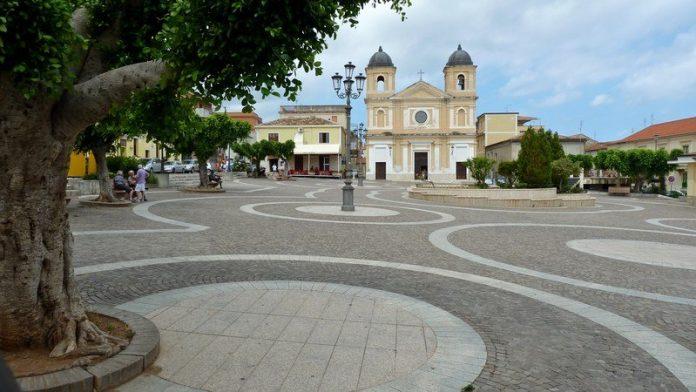 La piazza principale di Briatico