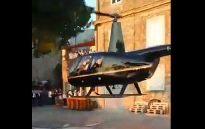 L'atterraggio dell'elicottero nel centro di Nicotera