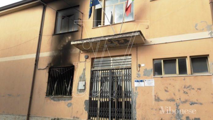 La scuola incendiata a maggio a Stefanaconi