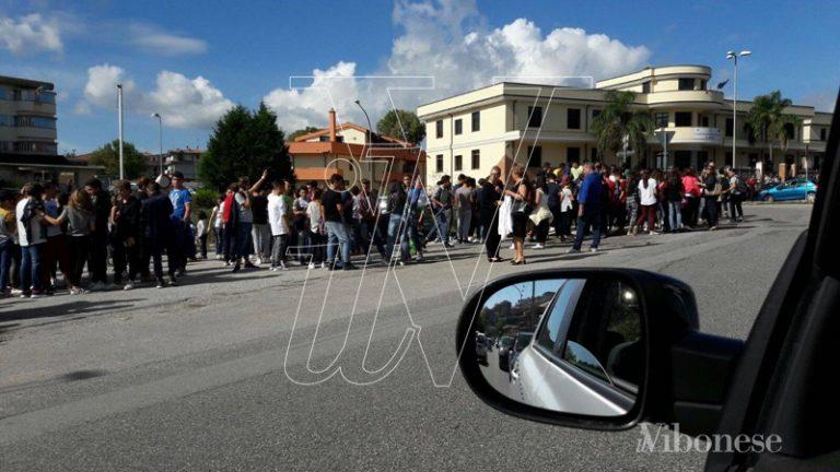 Terremoto nel Vibonese, scuole evacuate e traffico in tilt – VIDEO