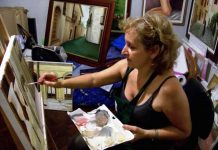 Ida De Vincenzo nel suo studio