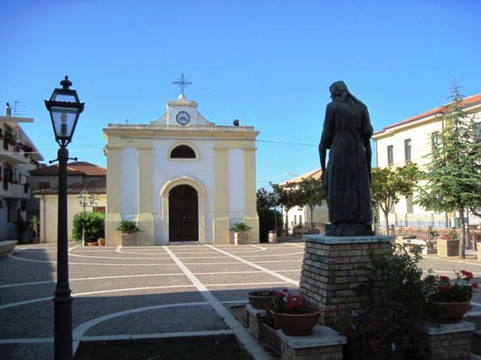 La piazza principale di Zambrone