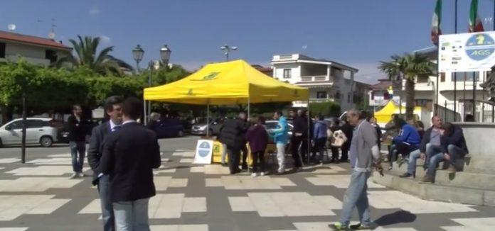Attivisti in piazza a Santa Domenica