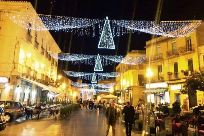 Le luminarie in piazza della Repubblica a Pizzo