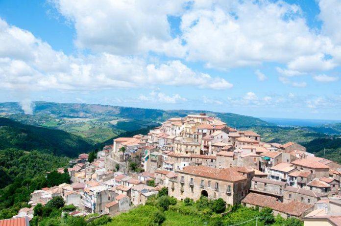 Un panorama di Monterosso Calabro