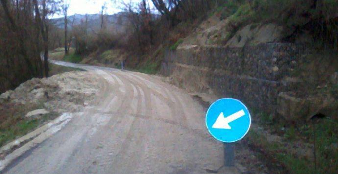 Frana minaccia alcune abitazioni a Vazzano, sul posto i vigili del fuoco