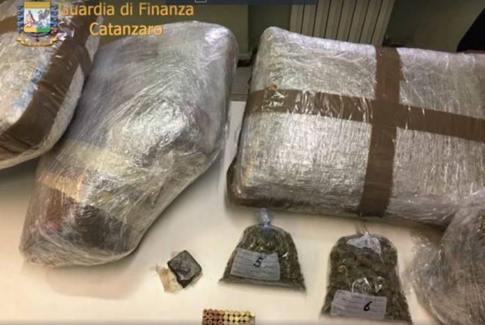 Parte della droga sequestrata