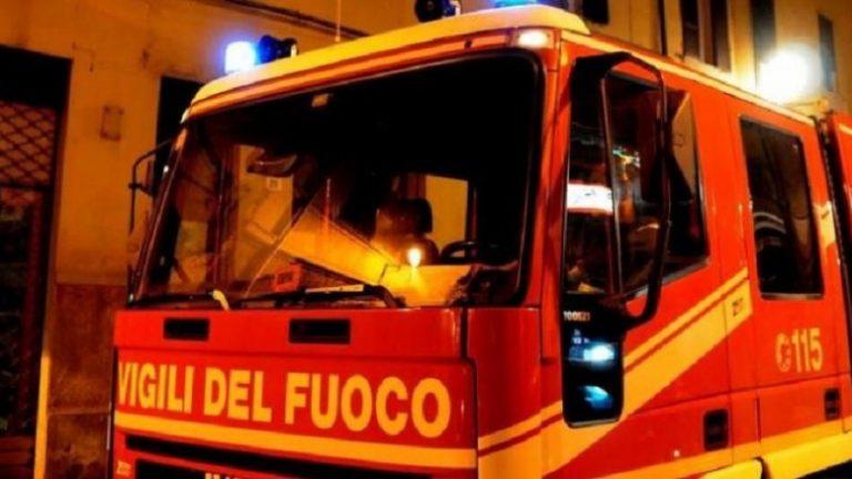 Notte di fuoco a Spilinga, due auto bruciate in pieno centro abitato