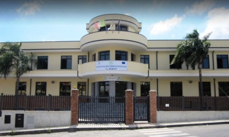 """Liceo """"Berto"""" di Vibo: Curvatura biomedica anche nell'indirizzo ordinario"""