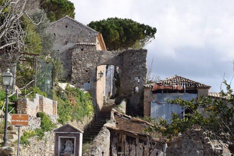 La Porta del Conte d'Apice versa nel degrado, l'appello di ViboInsieme al Comune