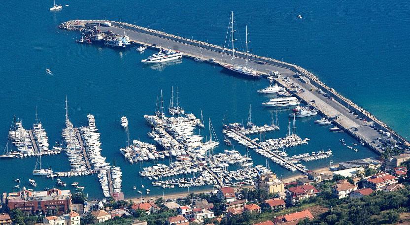 I pontili turistici del porto di Vibo Marina
