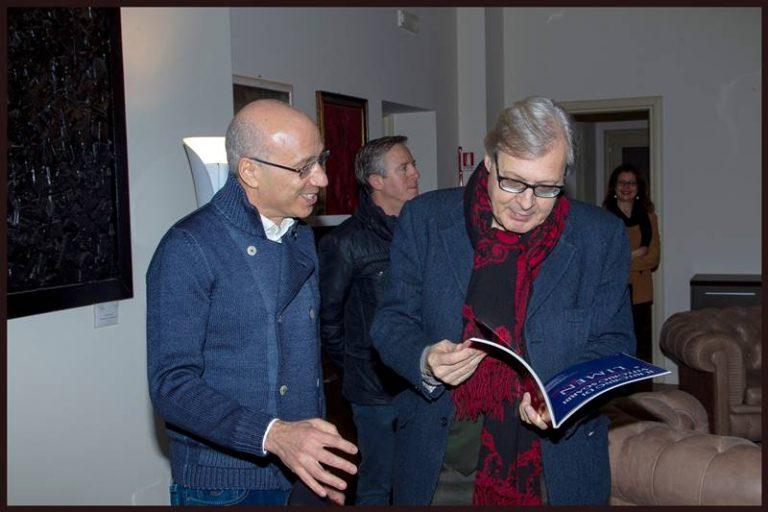 Vittorio Sgarbi in visita al Museo Limen: «Qui come alla Triennale di Milano»