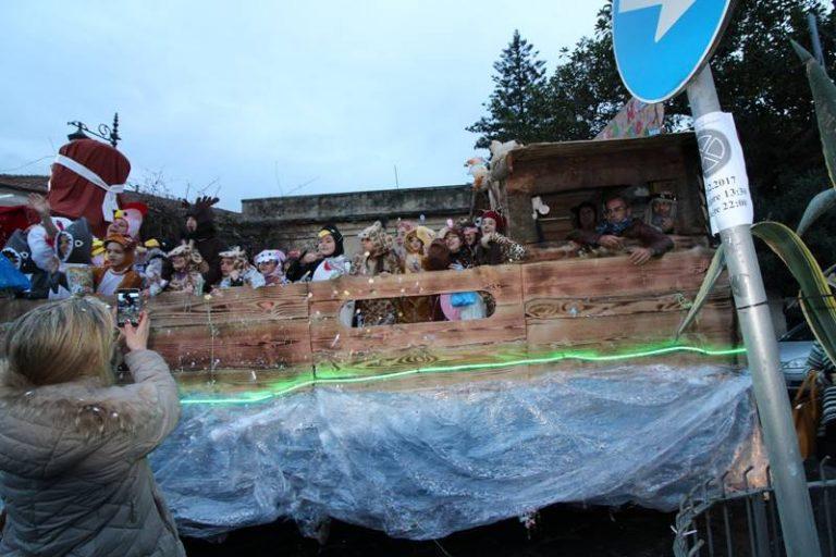 """Bagno di folla al Carnevale di Vibo Marina. Spopola """"Angela la cubista"""" (FOTO-VIDEO)"""
