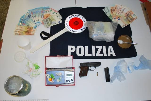 Cocaina nel bar a Santa Domenica e armi in casa: 51enne di Tropea lascia il carcere