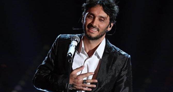 """Fabrizio Moro, quel """"pezzo di cuore"""" briaticese sul palco di Sanremo (Video)"""
