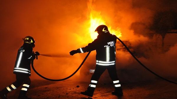 Due mezzi in fiamme a Fabrizia, ingenti i danni