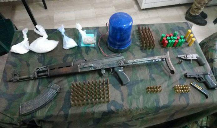 Parte delle armi e della droga sequestrati