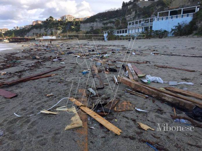 Gli effetti delle mareggiate sulla spiaggia di Tropea