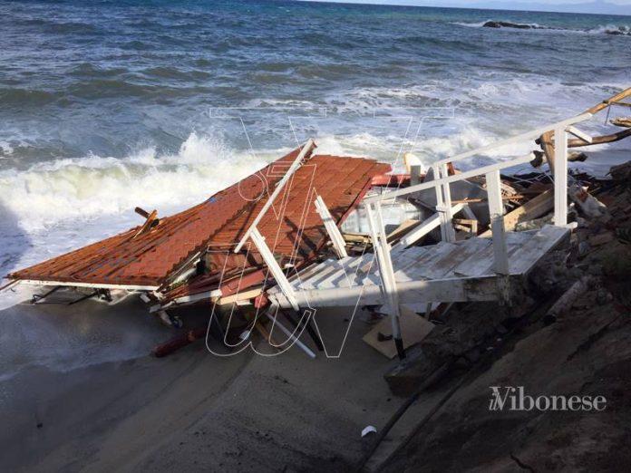 Nelle foto i danni causati dalle mareggiate a Tropea