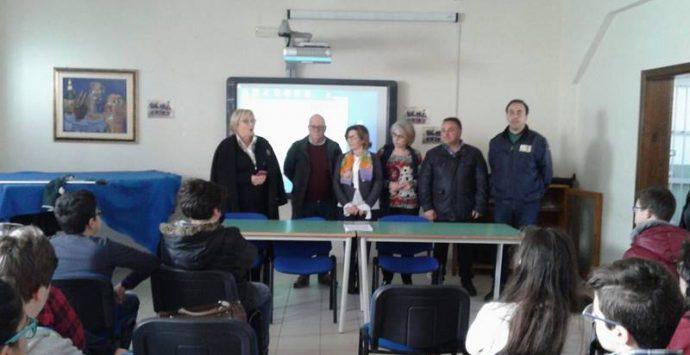 """""""Una Terra d'A… mare"""", gli alunni della """"Garibaldi"""" a lezione di educazione ambientale con l'Arpacal"""