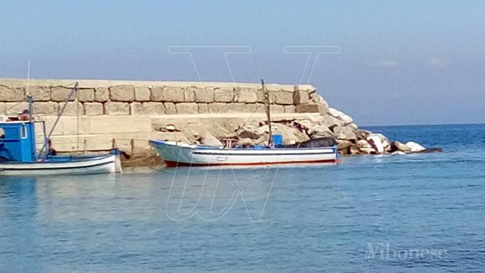 Mareggiate a Briatico, la denuncia di Albanese: «Il molo a rischio cedimenti»