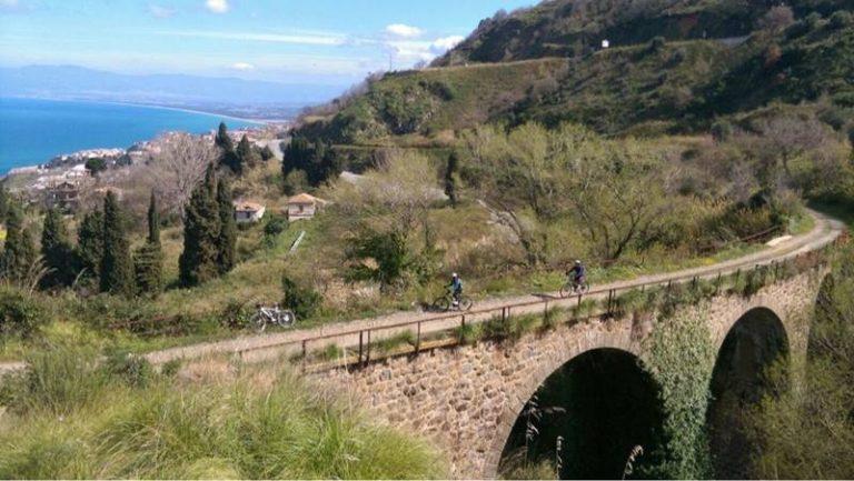 """In mountain bike alla scoperta delle """"ferrovie dimenticate"""", l'escursione di Bicinsieme riscuote consensi"""