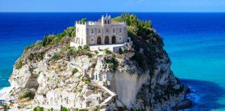 Santa Maria dell'isola a Tropea, uno dei simboli del Vibonese