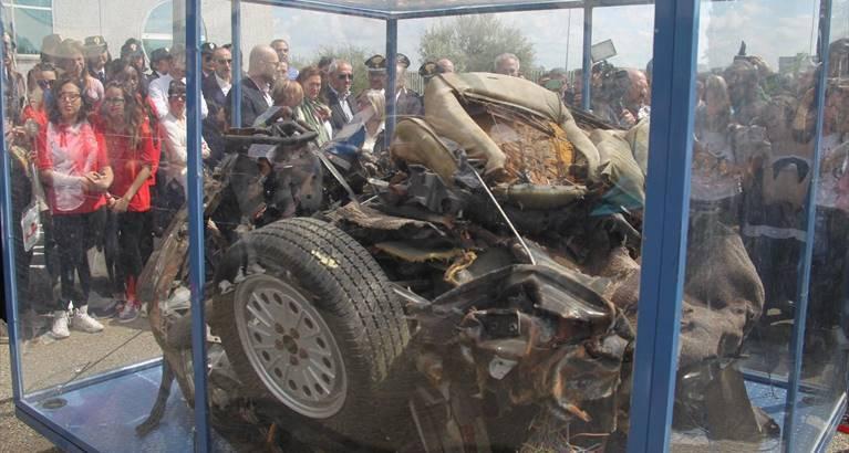 Strage di Capaci: l'auto di scorta del giudice Falcone arriva a Vibo
