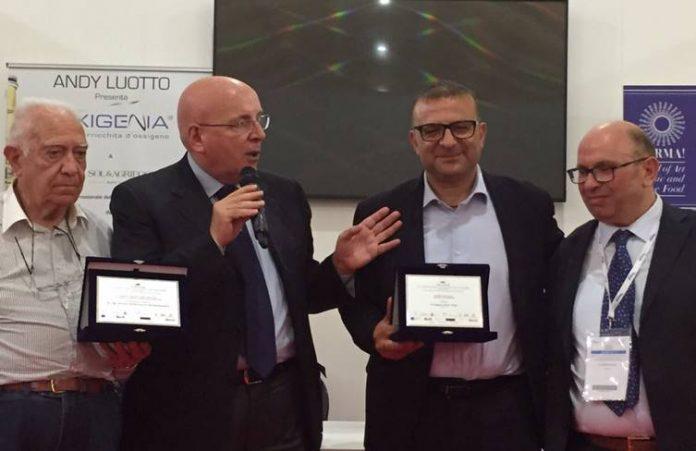 Luigi Caccamo (terzo da sinistra) premiato a Verona