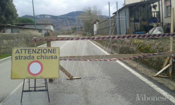 Una strada chiusa nel Vibonese