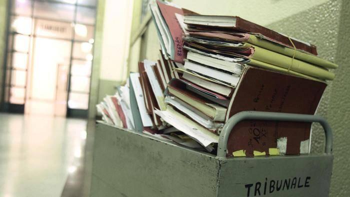 Notizie riservate al cugino, nuove accuse per assistente giudiziario Tribunale di Vibo