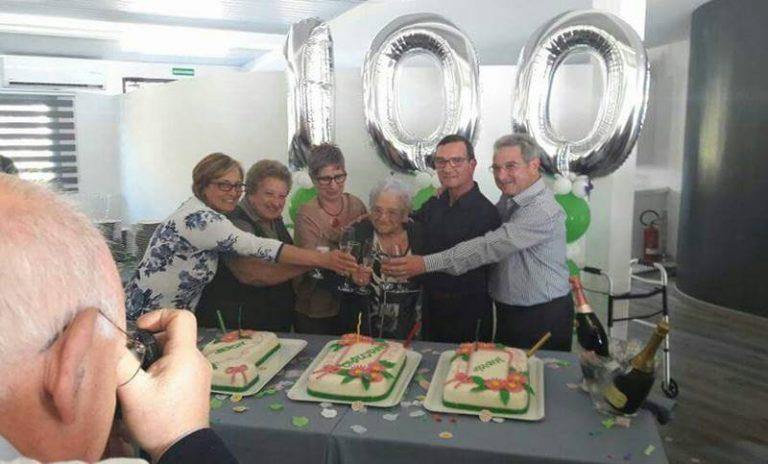 Anna Cotugno compie 100 anni, festa grande per la nonnina vibonese