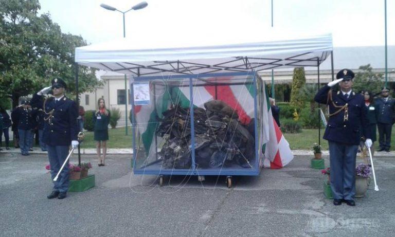 """La """"memoria in marcia"""", commozione a Vibo davanti all'auto della scorta di Falcone (FOTO)"""