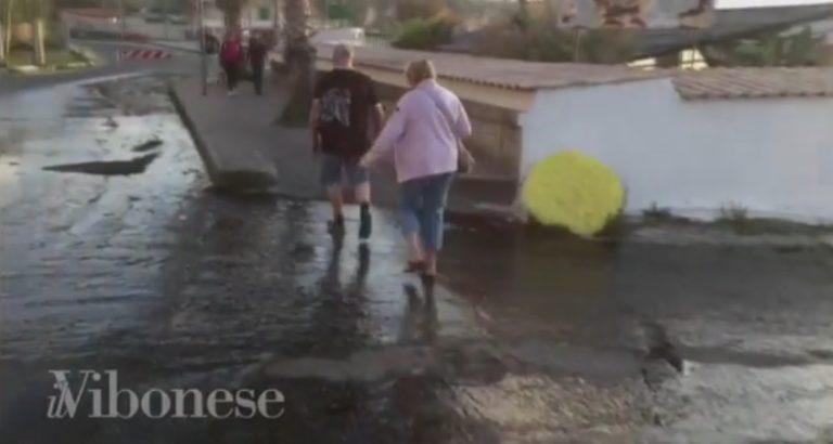 VIDEO   Si rompe una conduttura, il lungomare di Tropea invaso dai liquami