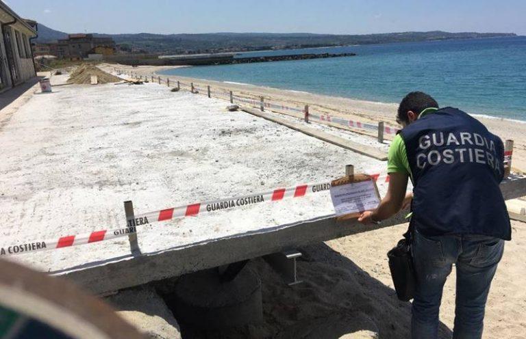 Occupazione abusiva di area demaniale, sequestrata parte di stabilimento balneare a Vibo Marina