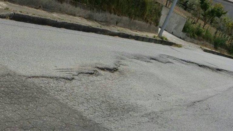 Triparni, strada provinciale a rischio crollo. Fratelli d'Italia: «Frazione abbandonata al suo destino»
