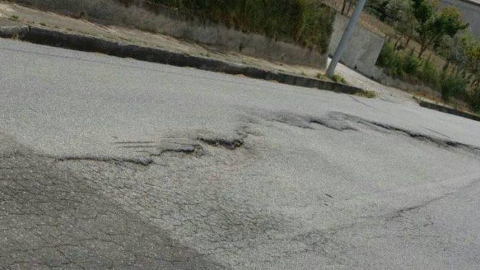Le condizioni della strada provinciale a Triparni