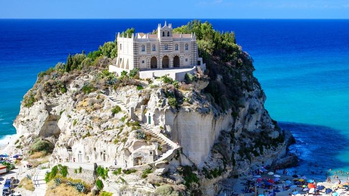 La Madonna dell'Isola a Tropea
