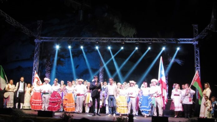 Un'esibizione folkloristica a Tropea