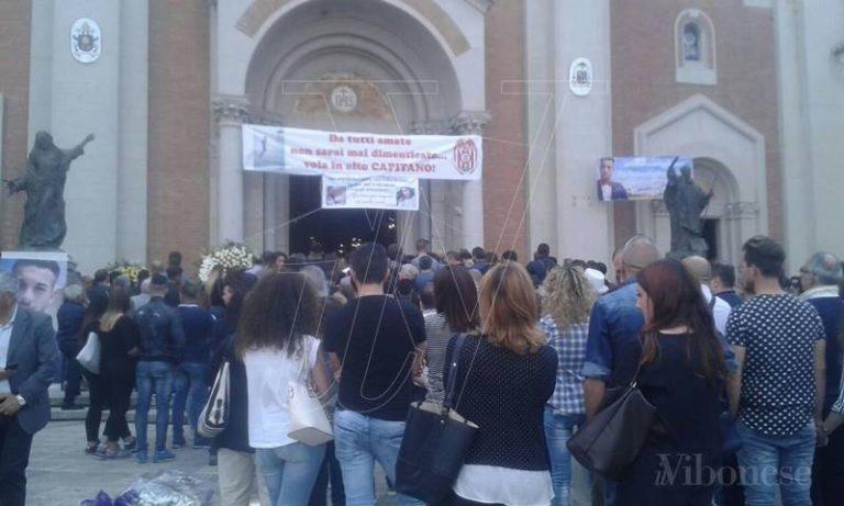 Sedicenne ucciso a Mileto, più di tremila persone ai funerali di Francesco Prestia (FOTO/VIDEO)