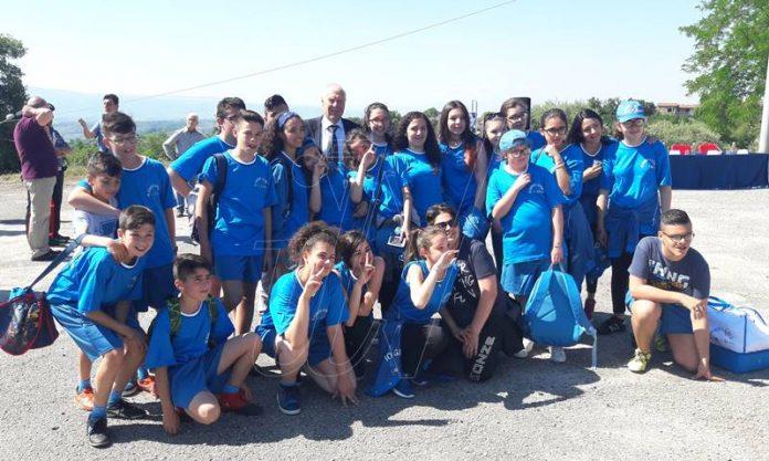 Il sindaco Di Sì con i ragazzi della scuola di Stefanaconi