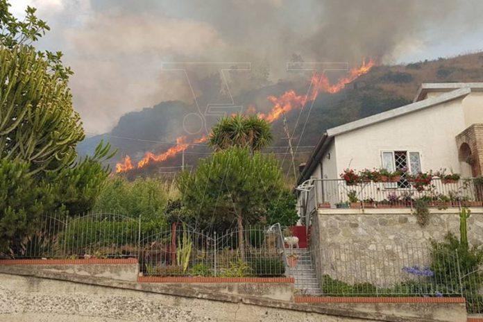 Le fiamme sulla collina di Zambrone